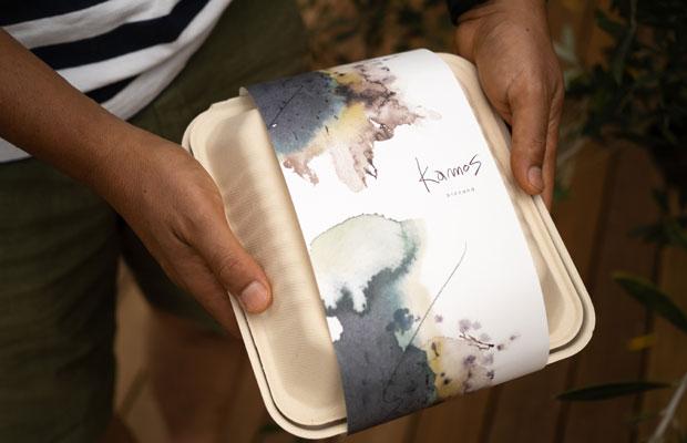 テイクアウトできる「pizzand」(Kamosのピザ生地を使ったサンド)。オリジナルのパッケージがかっこいい。