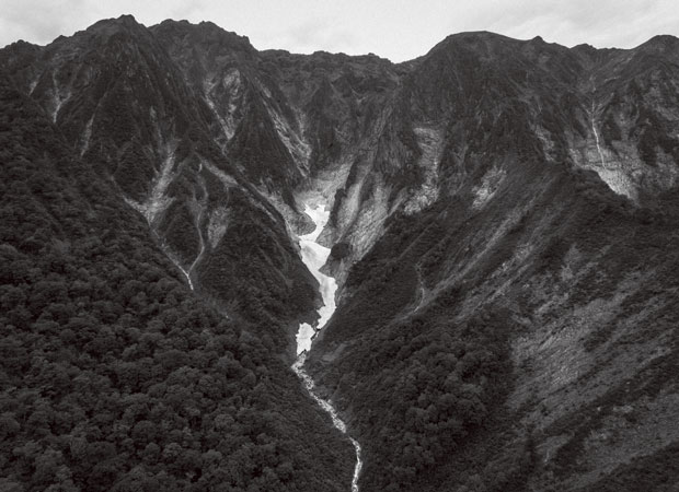 山井さんがことあるごとに登るという谷川岳。創業者である祖父、山井幸雄さんも毎週末のように登っていたという。