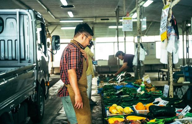 レンバイを訪れるのは内堀さんの朝の日課。コバカバのインスタグラムでも、色とりどりの鎌倉野菜の写真が連日投稿されている。