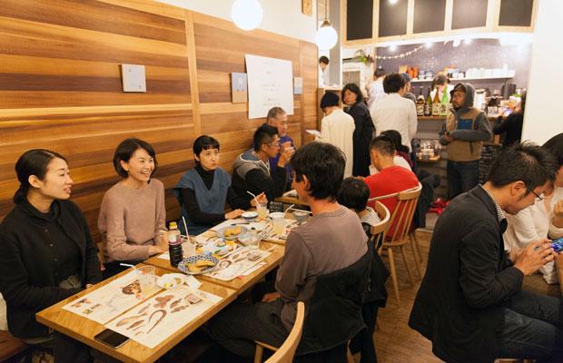 筆者が主宰するインターローカルプロジェクト「◯◯と鎌倉」がコバカバを会場に行ったイベント「鎌倉で鹿児島のうまい魚を楽しむ3日間」の様子。(写真提供:◯◯と鎌倉)