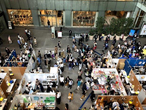 日本中から人とモノが集まる都心のマーケットイベントの様子。