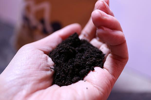 十分な発酵によって完熟したマヌア肥料は悪臭がしない。「完熟」させることが重要なのだそう。