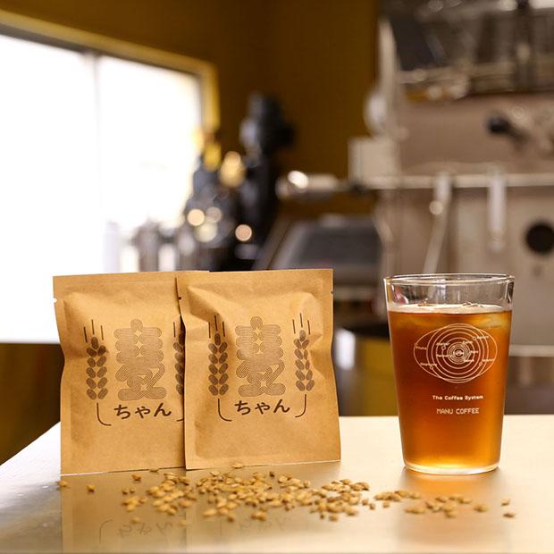 マヌア肥料で育った大麦で作られた麦茶の〈麦ちゃん〉。
