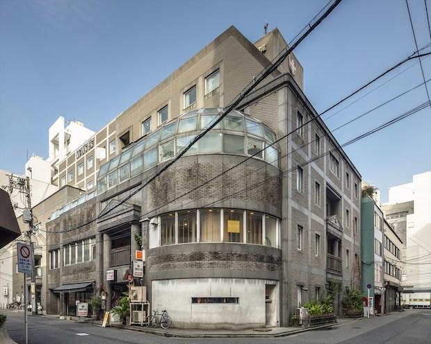 リノベーション前の建物。以前はリハビリ専門の整形外科病院として使われていました。