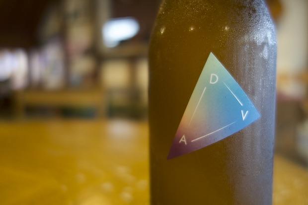商品名〈D.A.V.〉は三者の結束を「夏の大三角形」になぞらえ、3つの恒星のデネブ(Deneb)、アルタイル(Altair)、ベガ(Vega)の頭文字から名付けられました。