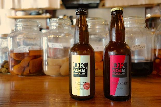 秋田県羽後町の〈羽後麦酒〉とつくった〈HOP IN!〉と秋田市の〈BREWCCOLY〉とつくった〈PIQUANT RED〉。