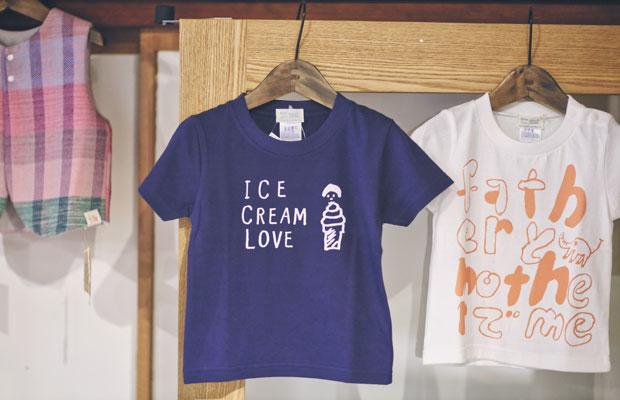 人気の〈ICE CREAM LOVE〉Tシャツ(写真はキッズ用)。店内にはウイットに富んだ、思わず口元がほころぶ愛らしいTシャツがいっぱい。