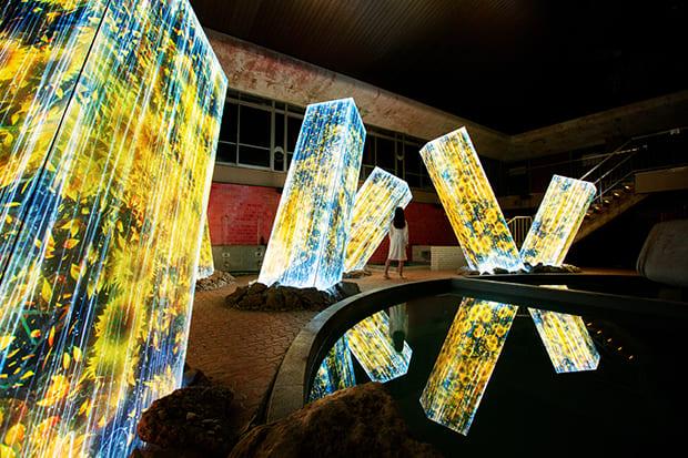 〈チームラボ かみさまがすまう森〉 武雄温泉・御船山楽園で自然が織りなす光のアートを体感してみて