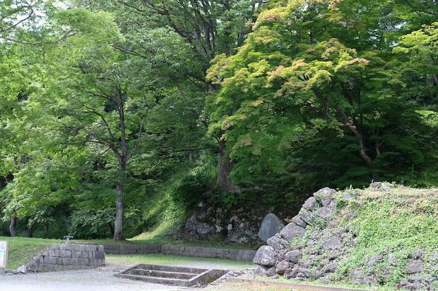 現在でも、石垣の名残を見ることができます。