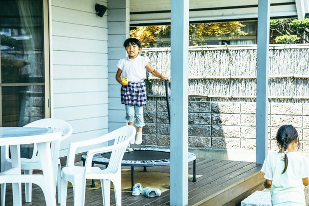 家中が子どもたちの遊び場。のびのびと子育てできる、ローカルならではの暮らし。