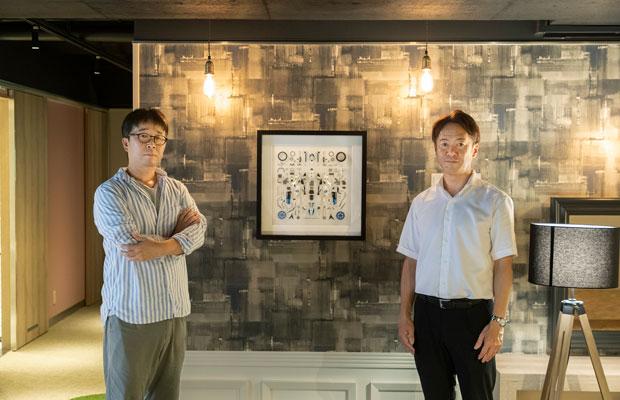 小島孝仁さん(右)と、ビル泊の内装を手がけたデザイナーの李大英さん(左)。「部屋のどこにいても心地よく過ごせる、居場所をつくることを意識しました」と李さん。
