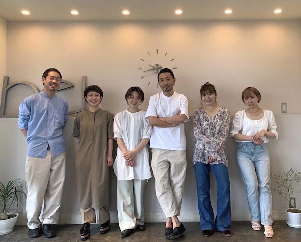 スタッフの皆さん。〈BELPA〉は松本市で50年余りヘアサロンを展開しているベルパームグループの本店。
