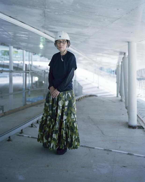 妹島和世(せじまかずよ) 建築家。1956年茨城県生まれ。1981年日本女子大学大学院家政学研究科を修了。1987年妹島和世建築設計事務所設立。1995年西沢立衛とともにSANAAを設立。2010年第12回ベネチアビエンナーレ国際建築展の総合ディレクターを務める。日本建築学会賞*、ベネチアビエンナ ーレ国際建築展金獅子賞*、プリツカー賞*、芸術文化勲章オフィシエ、紫綬褒章などを受賞。現在、ミラノ工科大学教授、横浜国立大学大学院建築都市 スクール(Y-GSA)教授、日本女子大学客員教授、大阪芸術大学客員教授。*はSANAAとして。