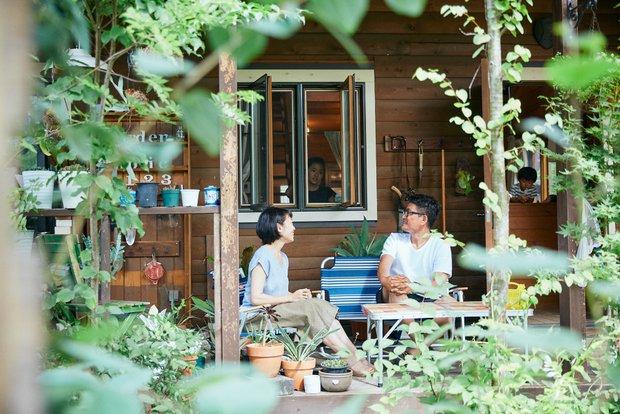 「カントリーログ」シリーズの特徴でもある、庭に抜ける大きなデッキは、五郎丸さん一家のくつろぎスペース。