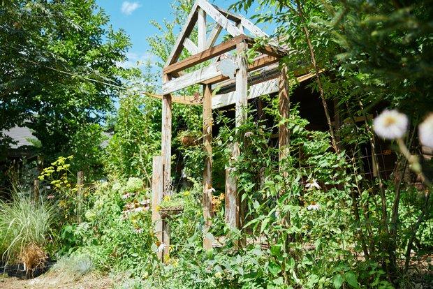 ガーデンホリックでは、雑木の庭だけでなく、宿根草(しゅっこんそう)を中心としたイングリッシュガーデンのガーデンデザインから植栽を中心としたエクステリアも得意としている。