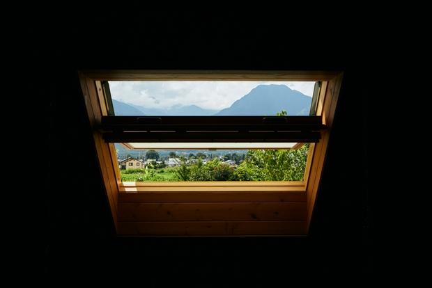 「信濃富士」「有明富士」とも呼ばれる有明山。古くは山岳信仰の対象として親しまれた。