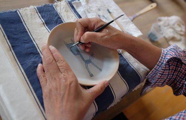 美流渡には陶芸家や木工作家なども住んでおり、栗沢工芸館という制作・展示スペースもある。この施設を利用してMAYAさんは陶芸制作も開始した。