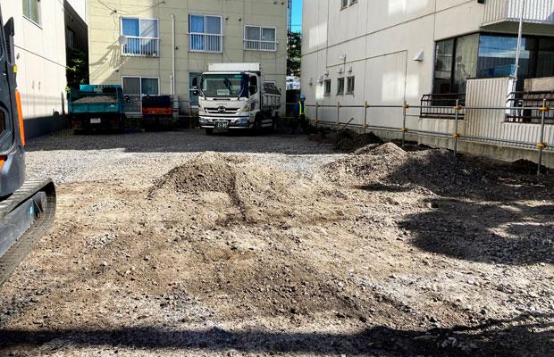 解体が終わり、砂利敷きに。
