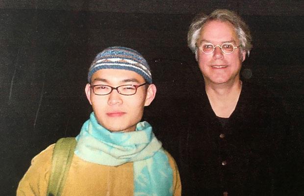 敬愛していたギタリスト、ビル・フリゼール(写真右)と。19才の頃、シアトルにて。