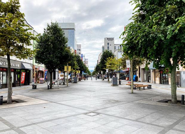 人通りが少ないのが当たり前の旭川市の中心街「買物公園通り」。