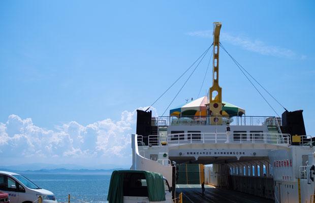 小豆島は人口約26000人の島。本州、四国とはフェリーがつなぐ。