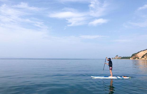 湖みたいな瀬戸内海。パドルで漕ぐとすいすい進みます。