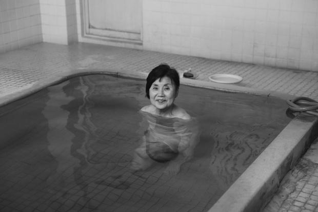 〈南的が浜温泉〉のキヨさん。