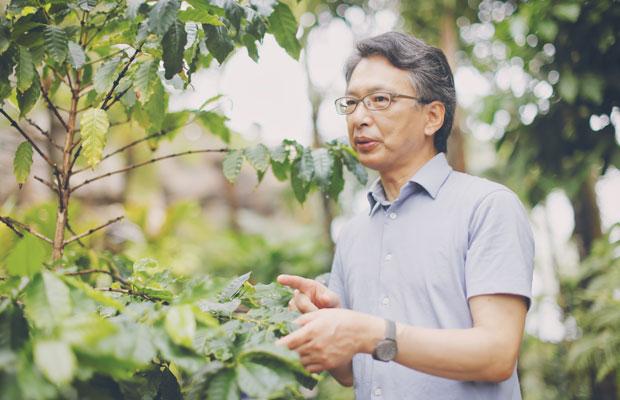 倉重祐二さん。専門はツツジ属の分類と近代園芸史。コーヒーと紅茶の愛好家でもある。