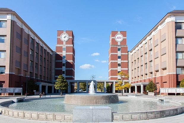 「APU」の名称で親しまれる、創立20周年を迎えた立命館アジア太平洋大学。
