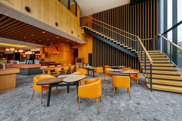 広々としたカフェスペース。