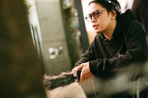荘子it (Dos Monos)1993年生まれ。東京を拠点に活動するトラックメイカー/ラッパー/DJ。2019年3月20日にファーストアルバム 『Dos City』でデビューしたDos Monosを率いながら、yahyel、向井太一、入江陽などさまざまなアーティストへのトラック提供もしている。楽曲制作に限らず、テレビやラジオの音楽番組のMCも務めるなど、現在もインディペンデントかつ越境的に活動の幅を拡げている。