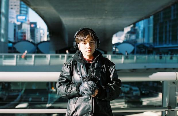 ermhoi(Black Boboi)日本とアイルランド双方にルーツを持ち、独自のセンスでさまざまな世界を表現する、トラックメーカー、シンガー。2015年ファーストアルバム『Junior Refugee』をsalvaged tapes recordsよりリリース。以降イラストレーターやファッションブランド、演劇、映像作品やTVCMへの楽曲提供、ボーカルやコーラスとしてのサポートなど、ジャンルやスタイルに縛られない、幅広い活動を続けている。2018年に小林うてなとjulia shortreedと共にblack boboi結成。