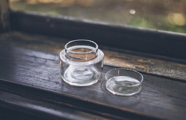 こちらもDEGREE。繊細なルックスとは対照的に、触れると重厚感があり、強固な理化学ガラスであることがわかります。長く使えるアイテムになりそう。
