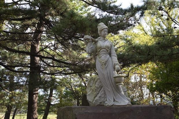 敷地内には西施の像も建てられています。