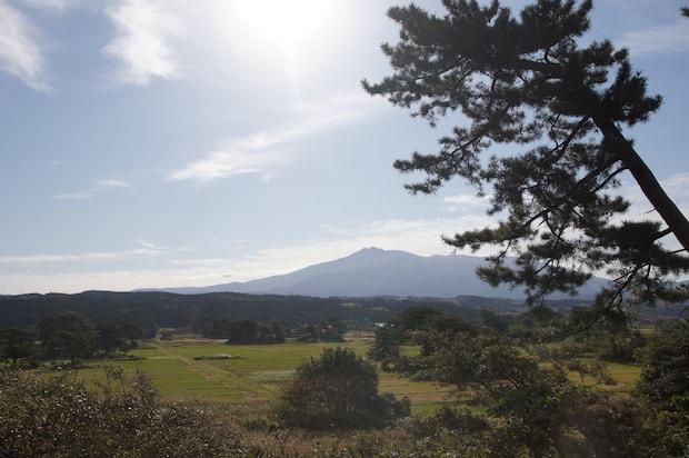 九十九島と鳥海山の景色。