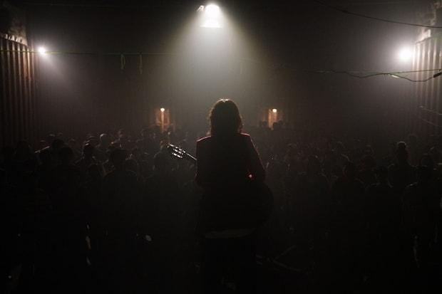 映画「リスタート」クライマックスの石倉倉庫でのライブシーン