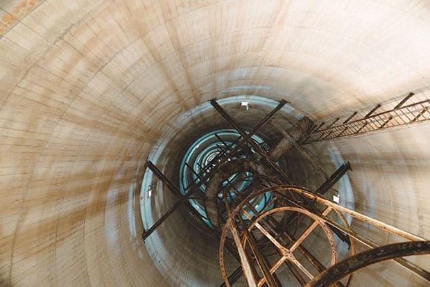 無線塔の内部。