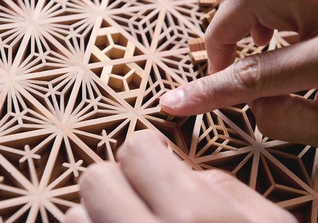 〈指勘建具工芸〉は、組子の技術を体験できるワークショップを開催。コースターや鍋敷きづくりを体験できます。