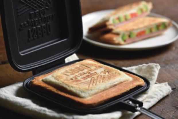 〈村の鍛冶屋〉の2ヶ月待ちのホットサンドメーカー〈TSBBQ ホットサンドメーカー〉を試せるワークショップは、地元の3つの人気パン屋とコラボレーション! おいしいホットサンドを召し上がれ。