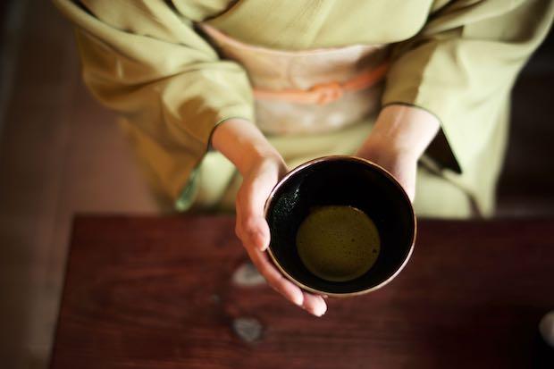 「目覚めの重」の茶器セットを利用したお茶体験と人力車散策(120分)