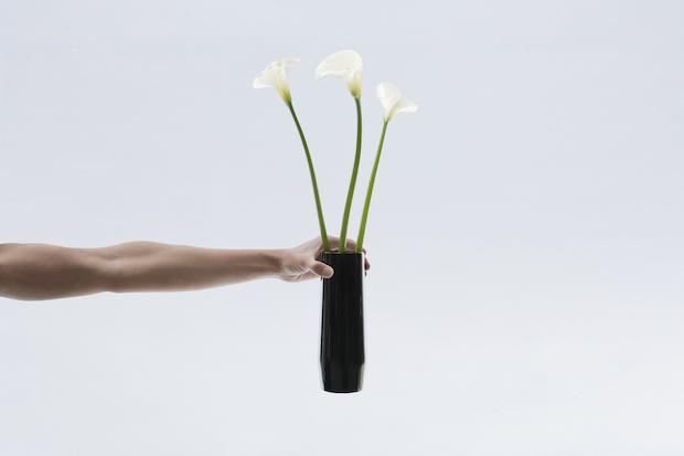 仙台に伝わるうるし塗りの技法「玉虫塗」を用いた花瓶
