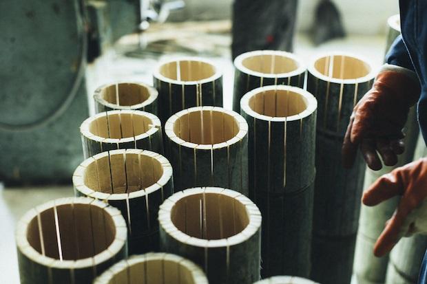切子が切り出した竹を竹材の卸問屋を通して仕入れ。天然素材である竹を安定供給する卸問屋のおかげで、竹箸など加工品の計画的な製造が可能になっています。