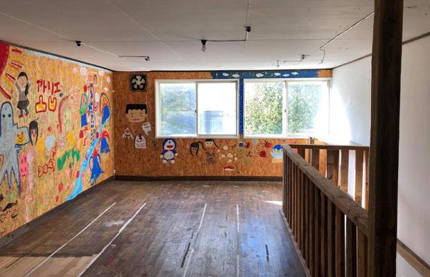2階のビフォー。この建物にはこれまでバー、お絵描き教室、居酒屋などさまざまな業種が出たり入ったりしており、「昔そこで店やってたよ~」なんて知り合いもいるほどだった。