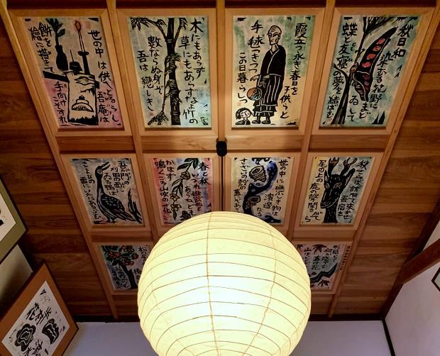 天井にまで作品がぎっしり。