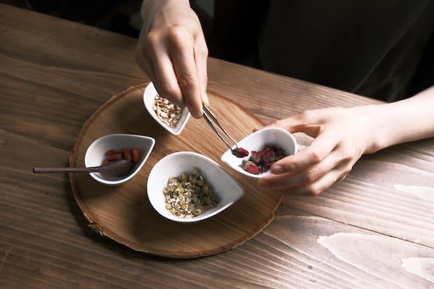 個人の体調に合わせてブレンドする薬膳茶。じわじわとファンが増えているそうです。