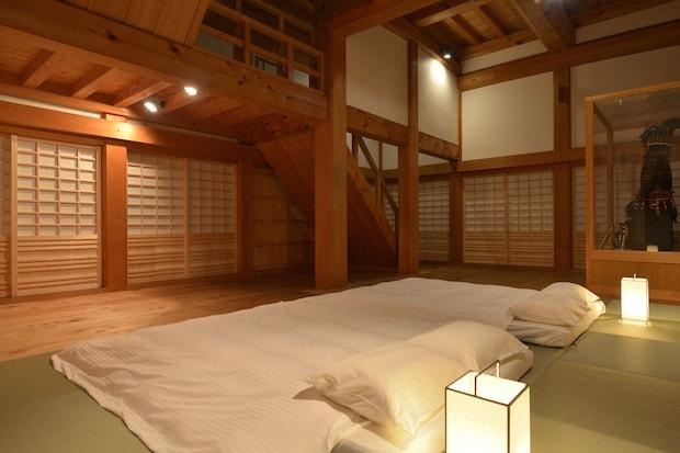 ベッドルームは天守1階。かつての城主・加藤貞泰も本丸で過ごしたそうです。