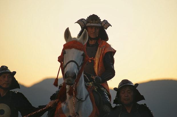 宿泊者は加藤貞泰の影武者に扮し、馬に乗って入城。記念の城主証書も授与されるそうです。