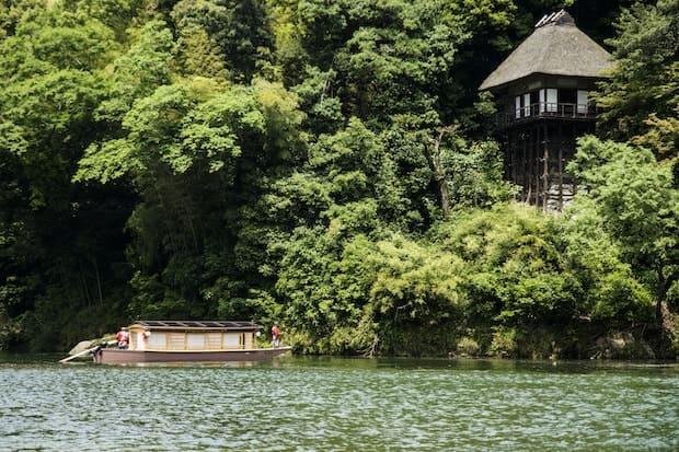 重要文化財〈臥龍山荘〉は、明治時代の豪商・河内寅次郎の別邸として建てられたもの。