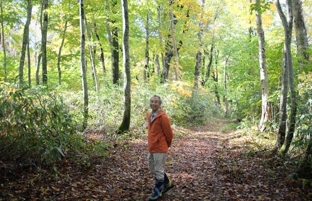ブナの森を詳しくガイドしてくれた隆さん。