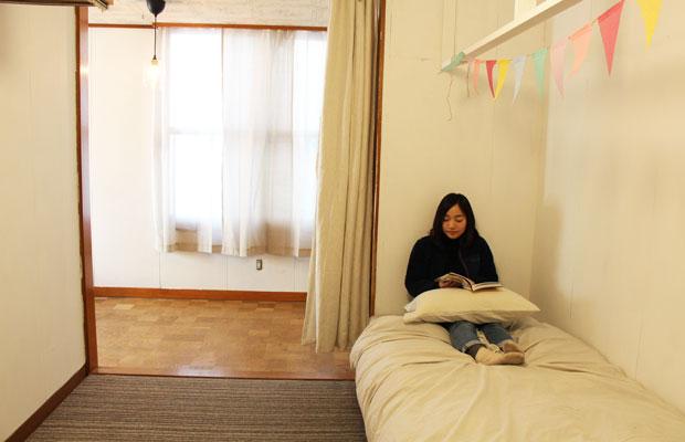 こぎれいになった2階の寝室。
